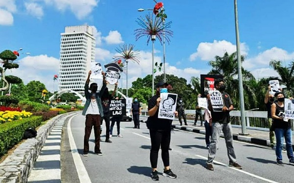 Groups march to Parliament in protest of anti-fake news law | Daily Express Online - Sabah's Leading News Portal